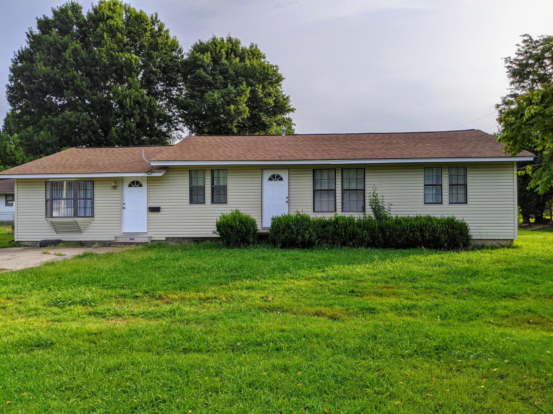 820 W Tahlequah Ave, Vinita, OK 74301 - 1Front of House