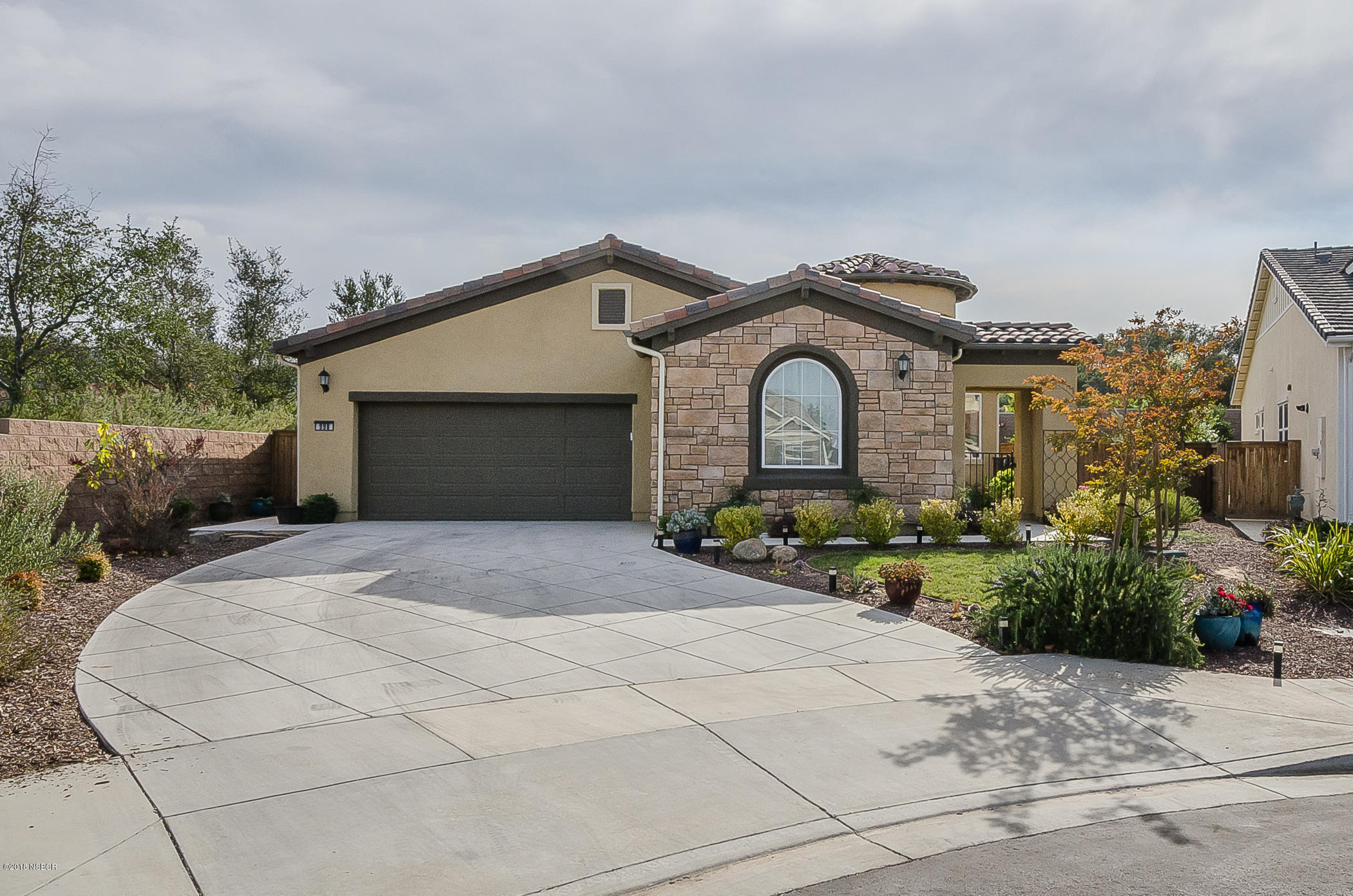 998  Romneya Lane, Santa Maria, California