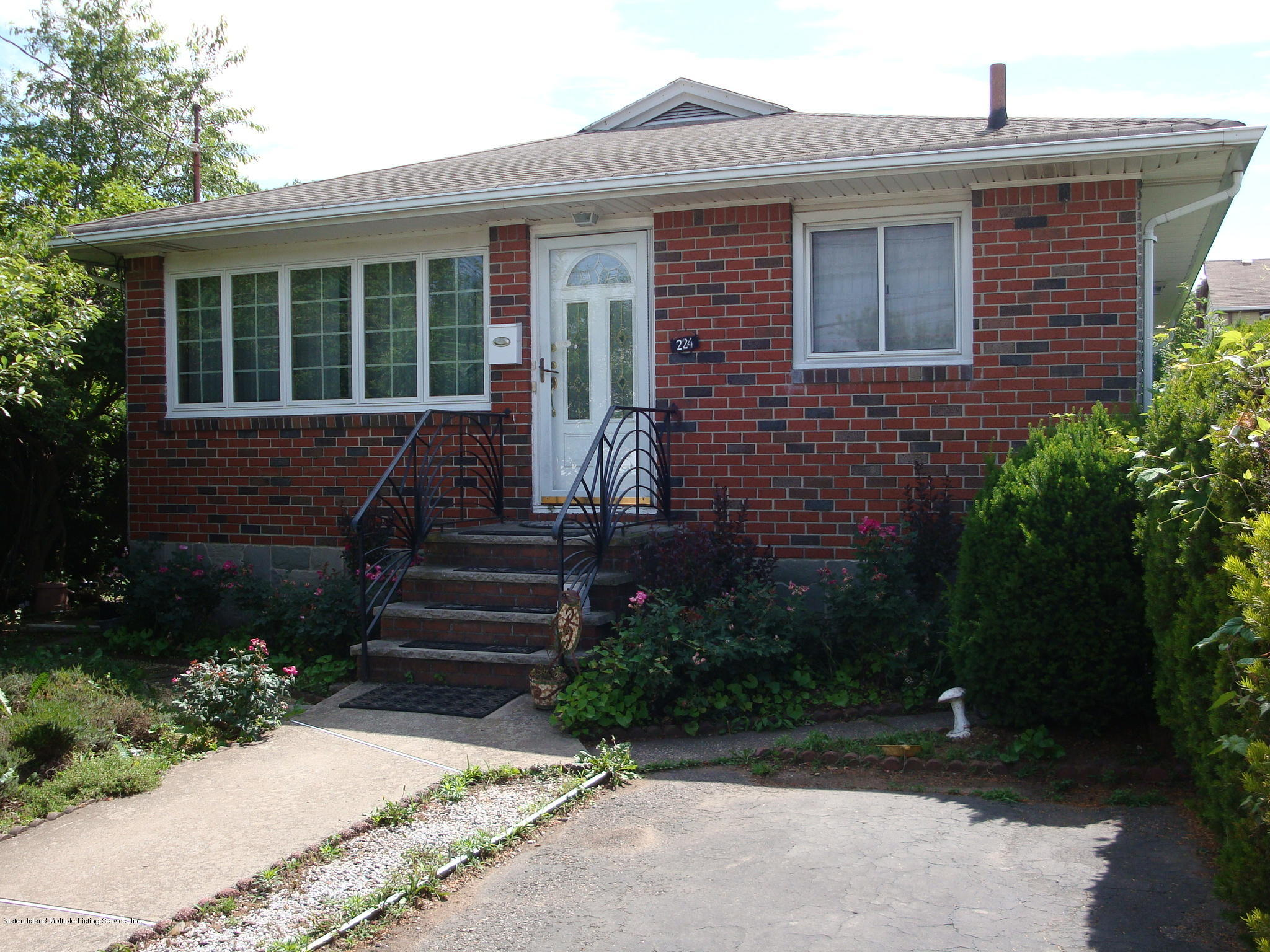 Single Family - Detached in South Beach - 224 Lamport Boulevard  Staten Island, NY 10305