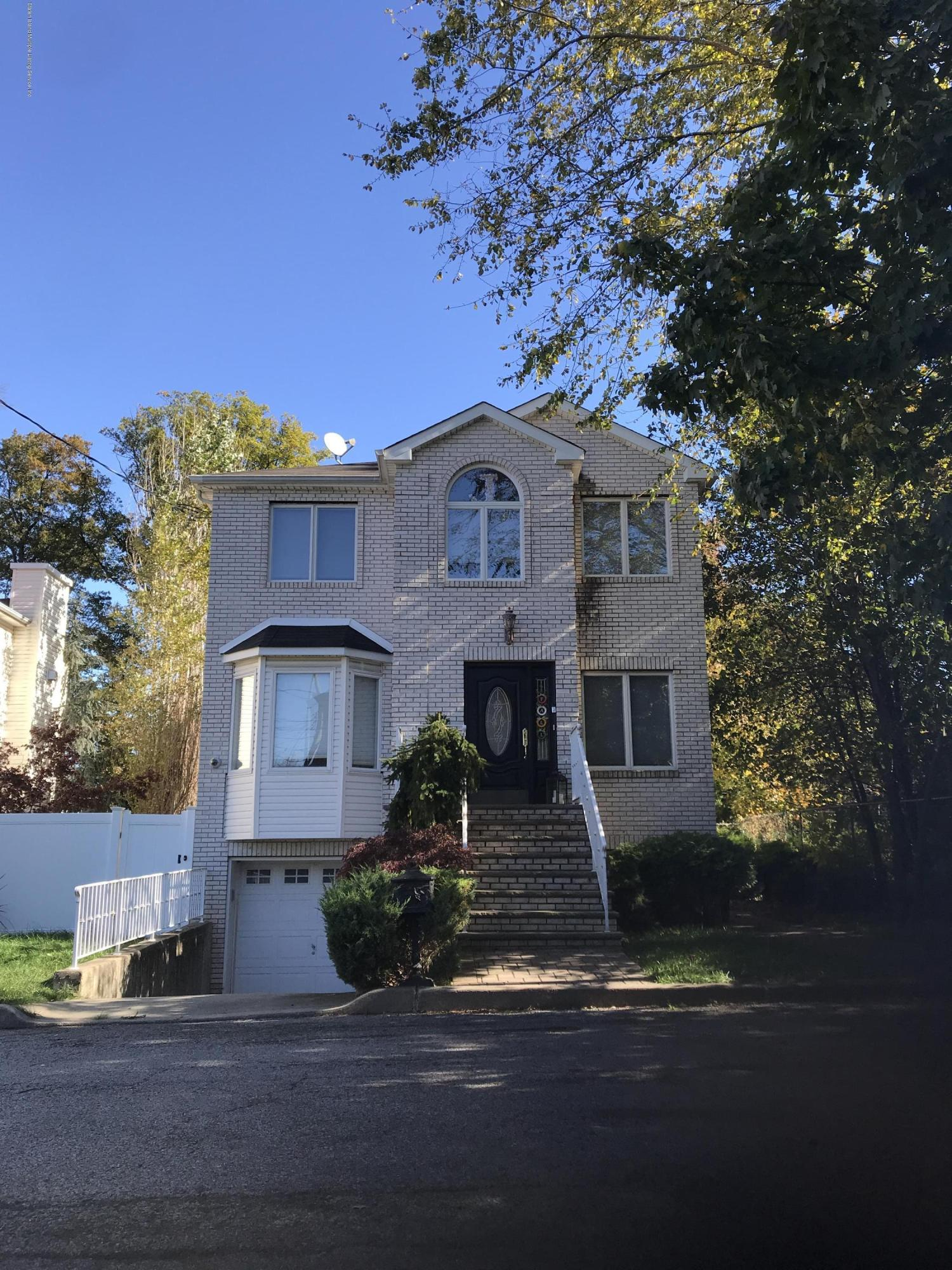 Single Family - Detached in Eltingville - 20 Gabrielle Court  Staten Island, NY 10312