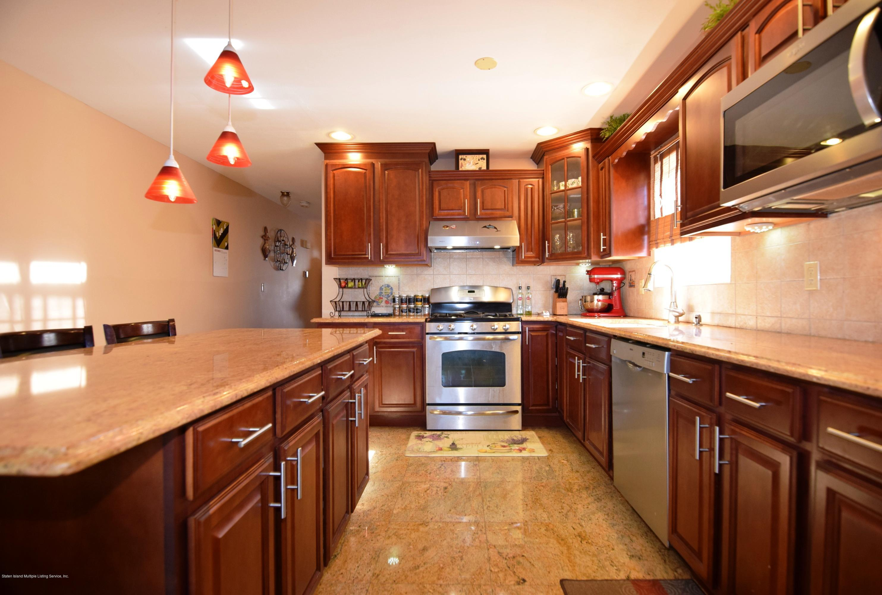Single Family - Attached 140 Roosevelt Avenue  Staten Island, NY 10314, MLS-1124039-7