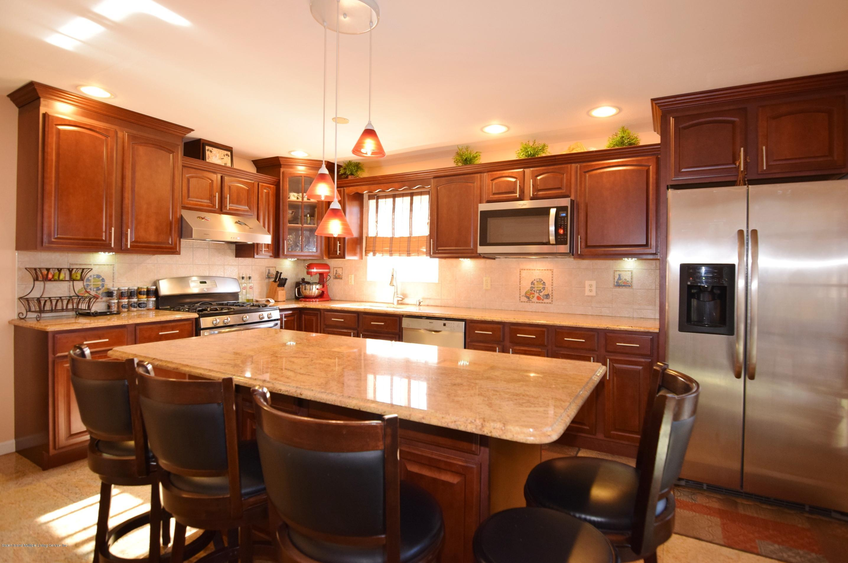 Single Family - Attached 140 Roosevelt Avenue  Staten Island, NY 10314, MLS-1124039-8