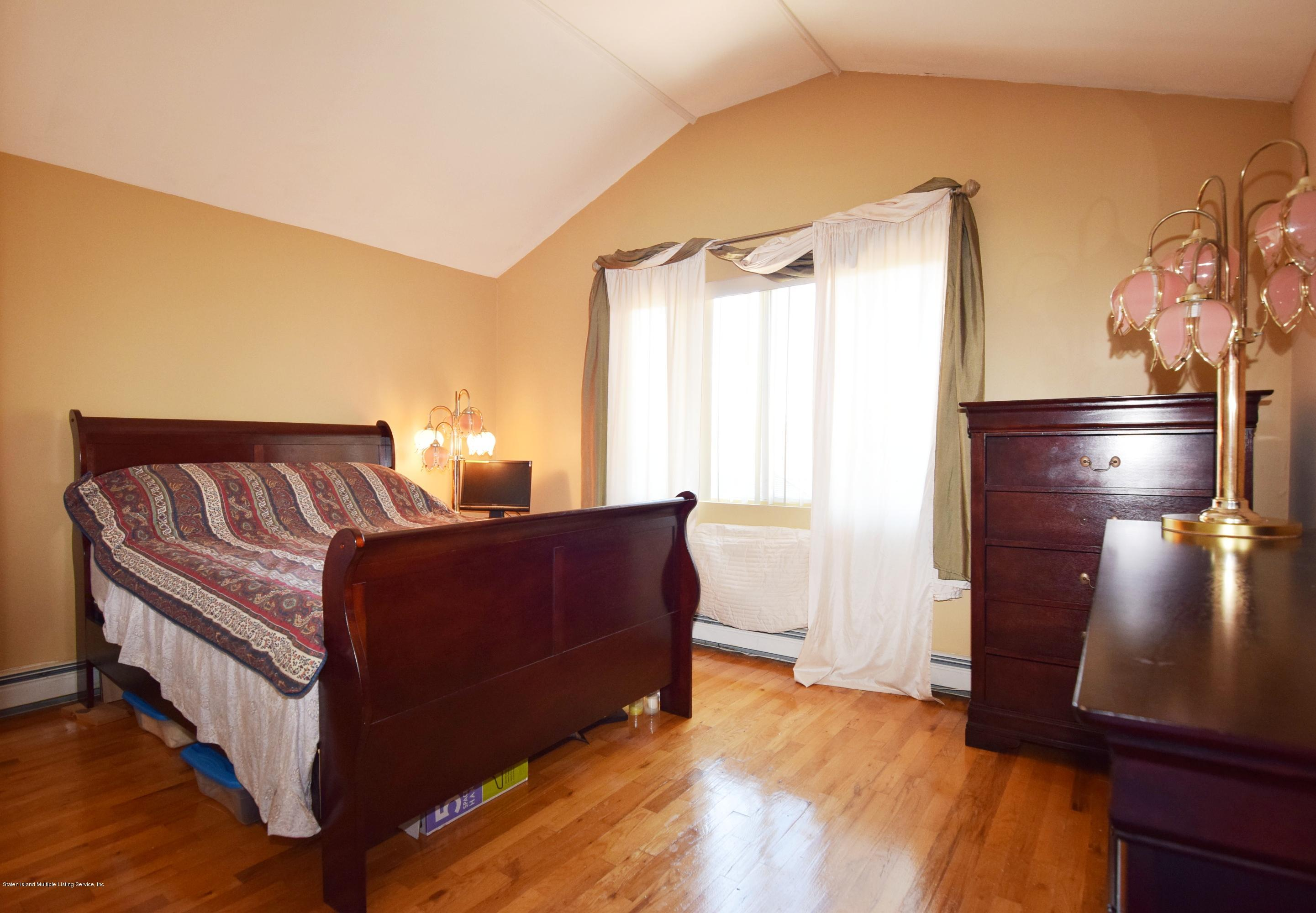 Single Family - Attached 140 Roosevelt Avenue  Staten Island, NY 10314, MLS-1124039-20
