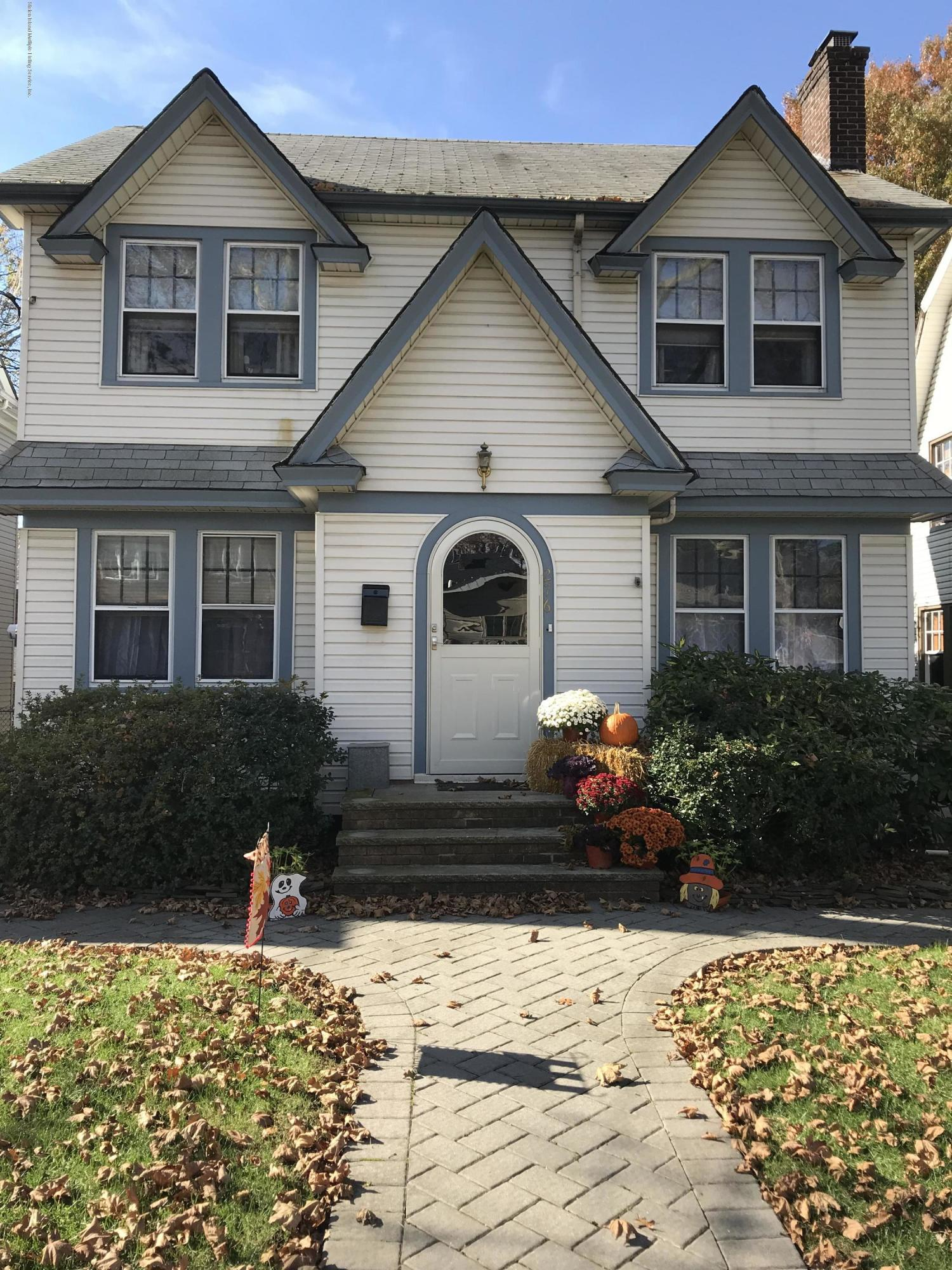 Single Family - Detached in Sunset Hill - 276 Hart Avenue  Staten Island, NY 10310