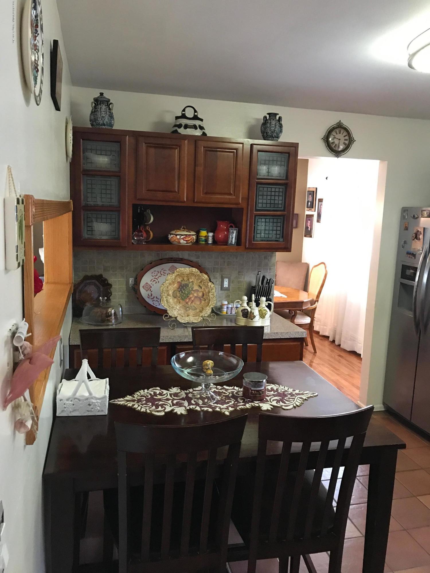 34 Isernia Avenue,Staten Island,New York,10306,United States,3 Bedrooms Bedrooms,6 Rooms Rooms,3 BathroomsBathrooms,Residential,Isernia,1124446