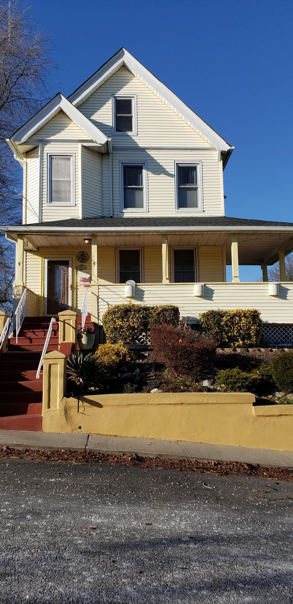 Single Family - Detached in Fort Wadsworth - 83 Evelyn Place  Staten Island, NY 10305