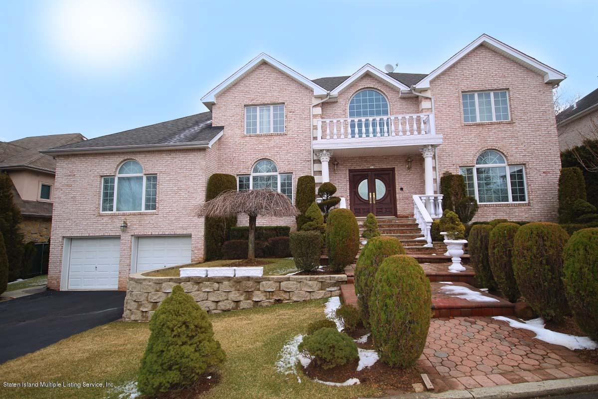 Single Family - Detached in Todt Hill - 35 Arbor Court  Staten Island, NY 10301