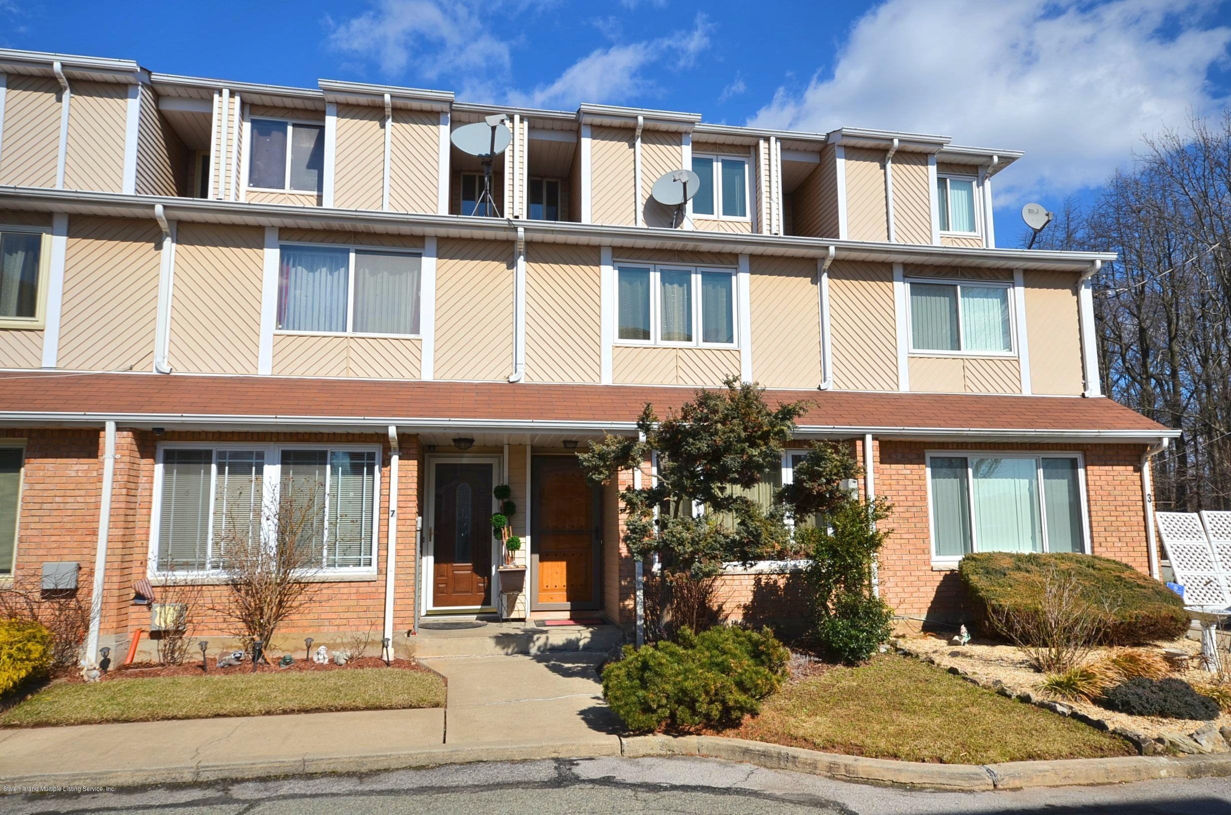 Single Family - Attached in Dongan Hills- Below Hylan - 5 Nugent Court  Staten Island, NY 10306