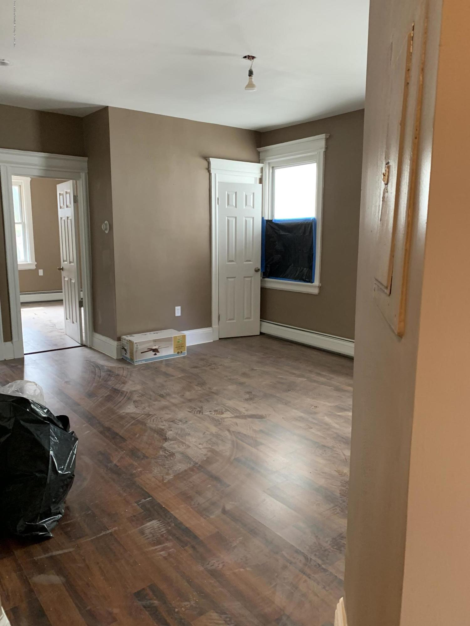 198 Victory Boulevard,Staten Island,New York,10301,United States,4 Bedrooms Bedrooms,6 Rooms Rooms,1 BathroomBathrooms,Res-Rental,Victory,1128116
