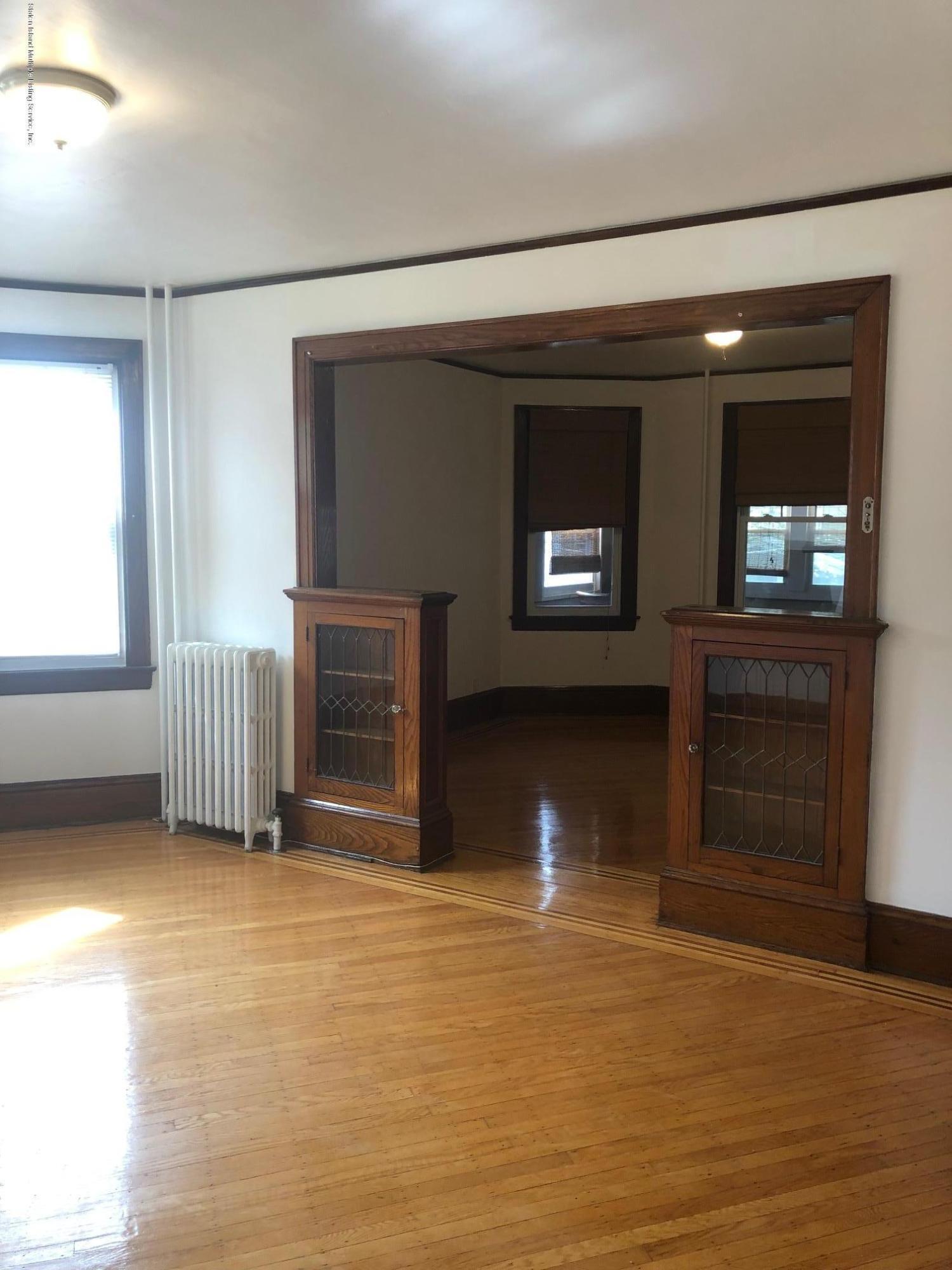 28 Crescent Avenue,Staten Island,New York,10301,United States,2 Bedrooms Bedrooms,6 Rooms Rooms,1 BathroomBathrooms,Res-Rental,Crescent,1128527