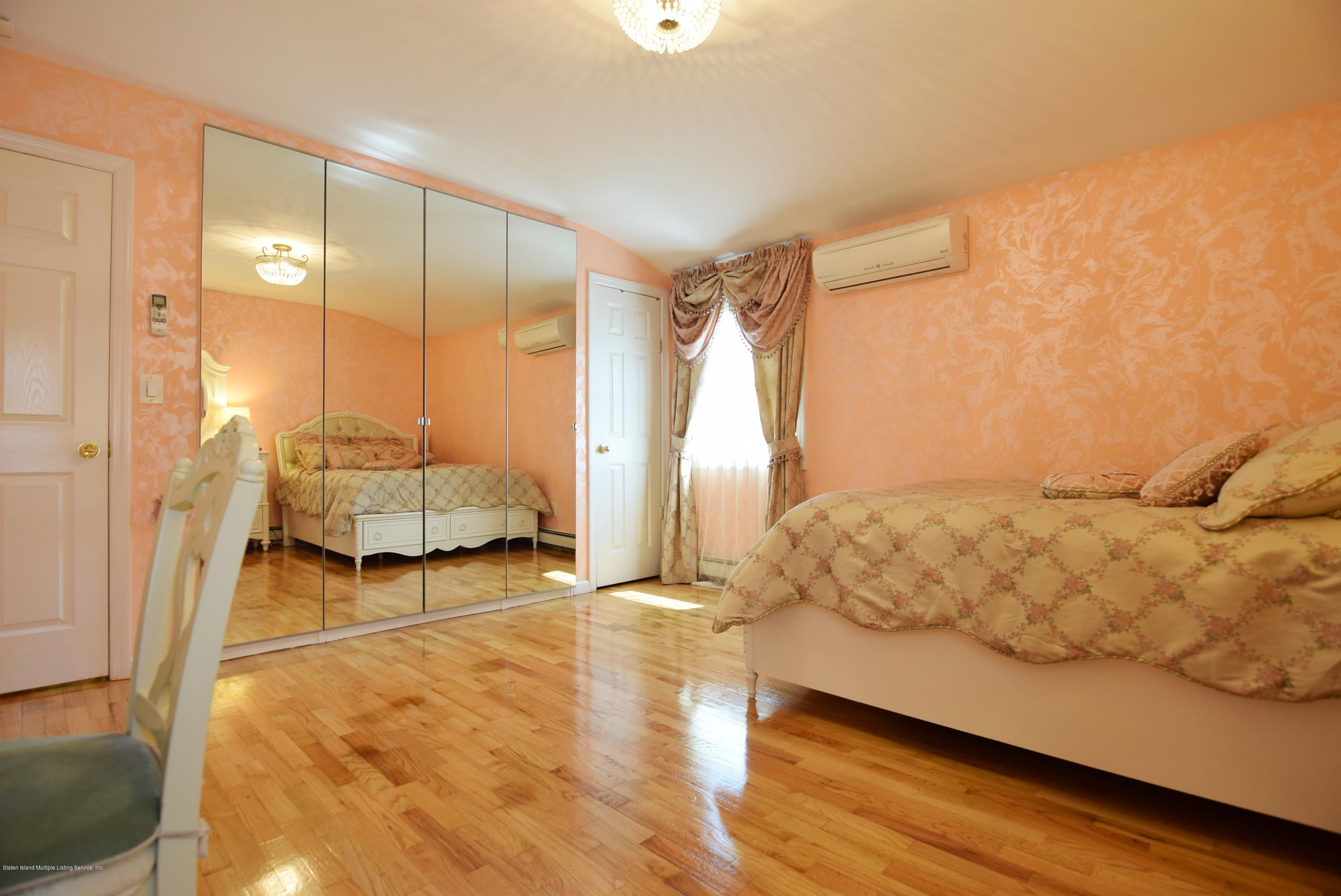549 Mill Road,Staten Island,New York,10306,United States,5 Bedrooms Bedrooms,8 Rooms Rooms,4 BathroomsBathrooms,Residential,Mill,1129095