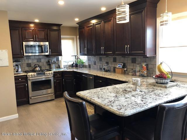 208 Hull Avenue,Staten Island,New York,10306,United States,3 Bedrooms Bedrooms,5 Rooms Rooms,3 BathroomsBathrooms,Residential,Hull,1129100