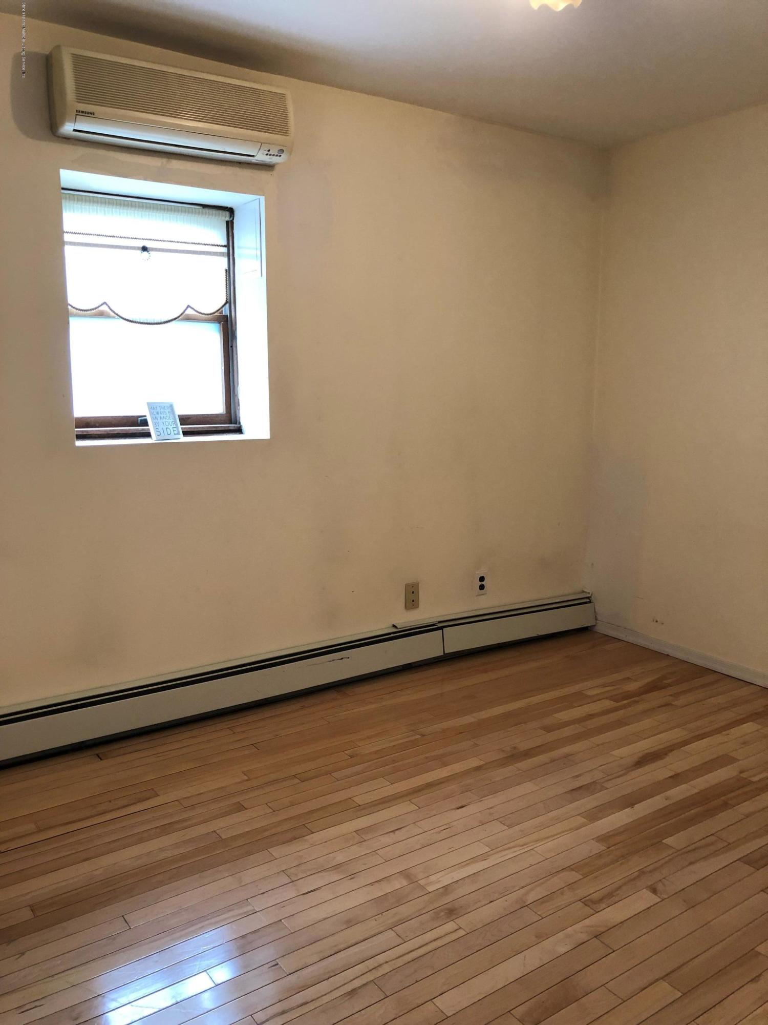 41 Laconia Avenue,Staten Island,New York,10305,United States,2 Bedrooms Bedrooms,5 Rooms Rooms,1 BathroomBathrooms,Res-Rental,Laconia,1129358
