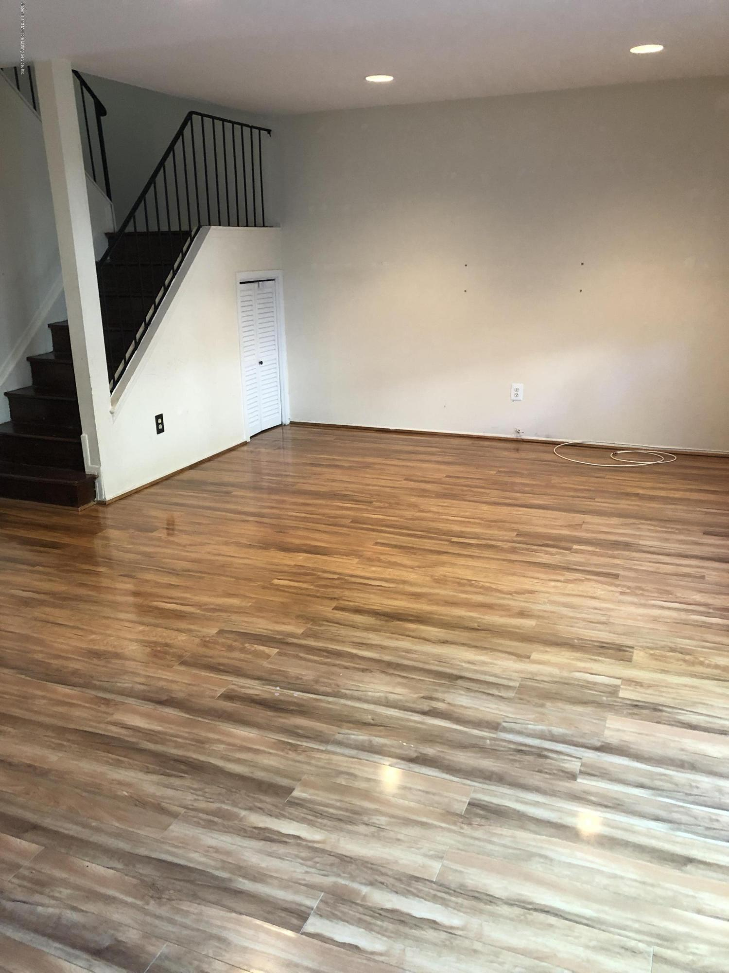 45 Forest Green,Staten Island,New York,10312,United States,3 Bedrooms Bedrooms,6 Rooms Rooms,2 BathroomsBathrooms,Res-Rental,Forest,1129417