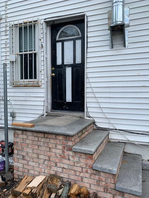 2 16 Young Street,Staten Island,New York,10304,United States,3 Rooms Rooms,1 BathroomBathrooms,Res-Rental,Young,1129487