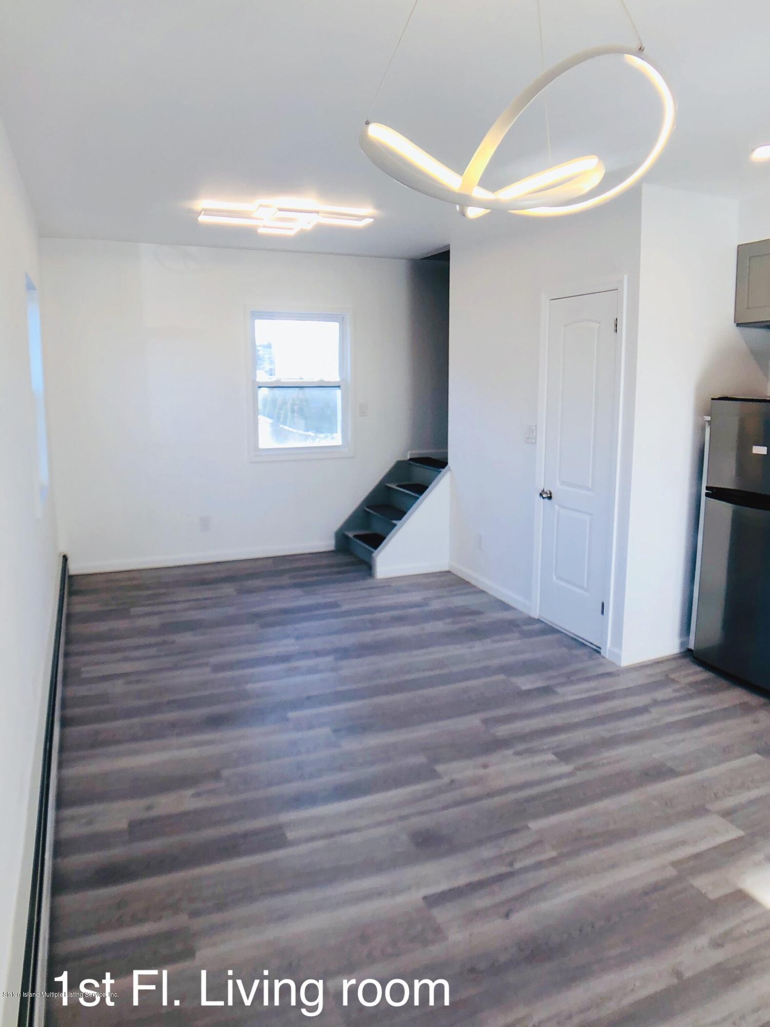 66 Hickory Avenue,Staten Island,New York,10305,United States,2 Bedrooms Bedrooms,5 Rooms Rooms,2 BathroomsBathrooms,Res-Rental,Hickory,1129644