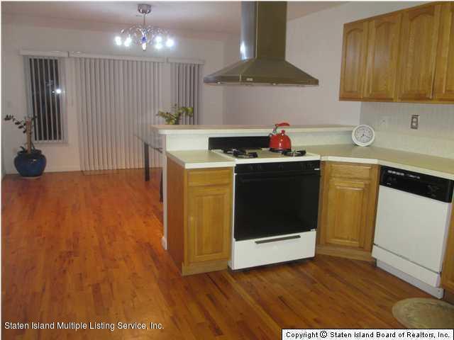 227 Dubois Avenue,Staten Island,New York,10310,United States,3 Bedrooms Bedrooms,5 Rooms Rooms,2 BathroomsBathrooms,Res-Rental,Dubois,1129682