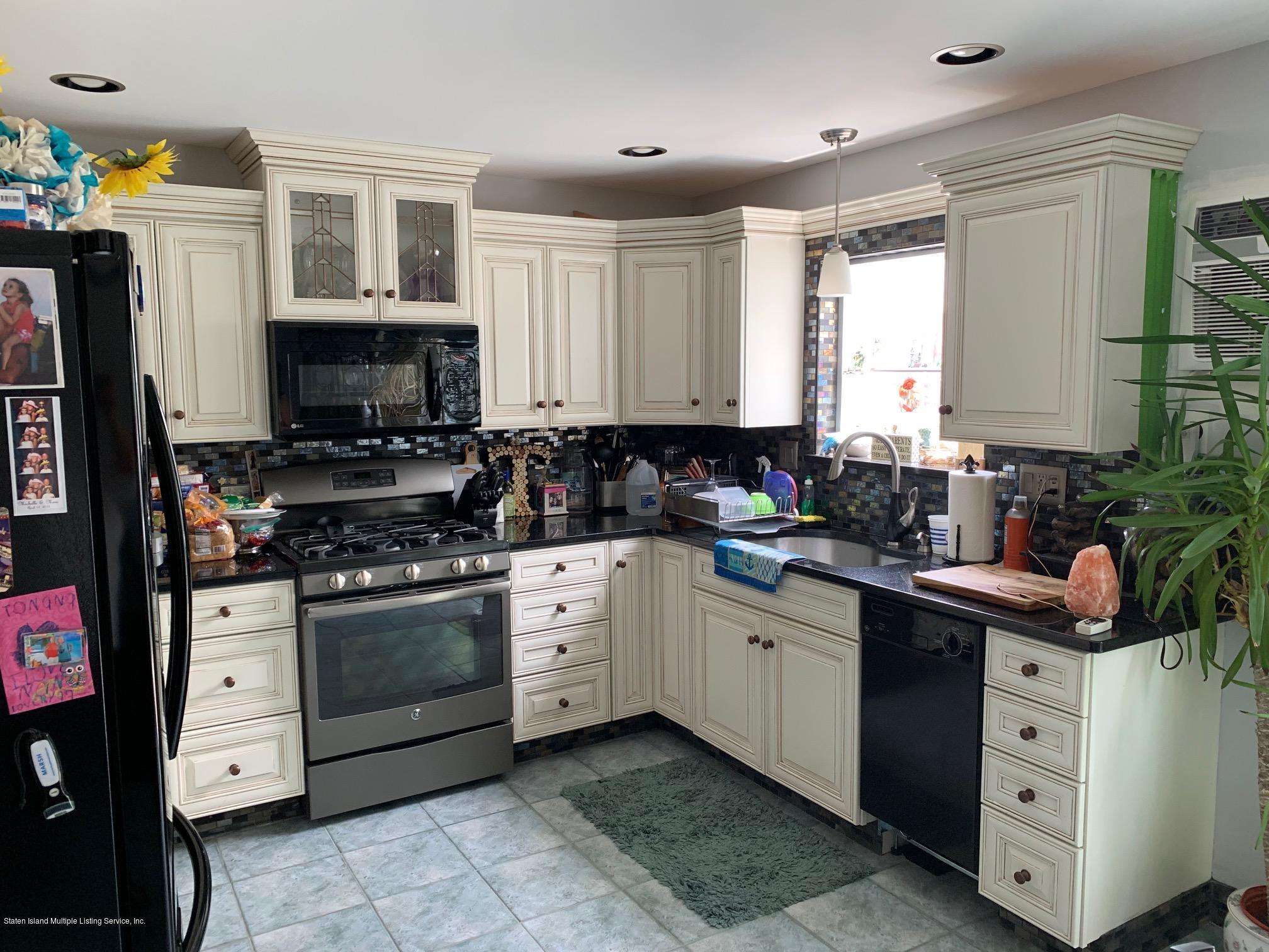 16 Moffett Street,Staten Island,New York,10312,United States,2 Bedrooms Bedrooms,5 Rooms Rooms,3 BathroomsBathrooms,Residential,Moffett,1129785