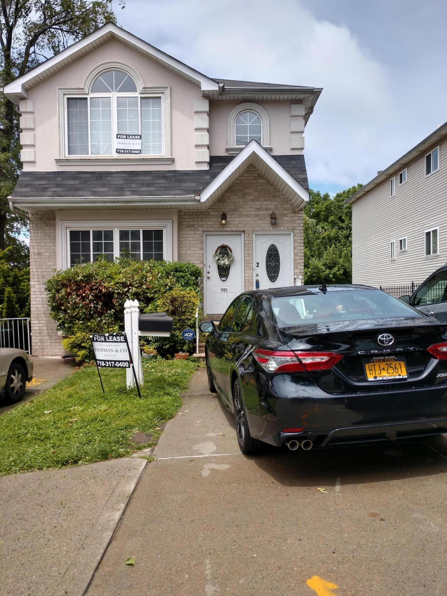 995 Victory Boulevard,Staten Island,New York,10301,United States,3 Bedrooms Bedrooms,6 Rooms Rooms,2 BathroomsBathrooms,Res-Rental,Victory,1129576
