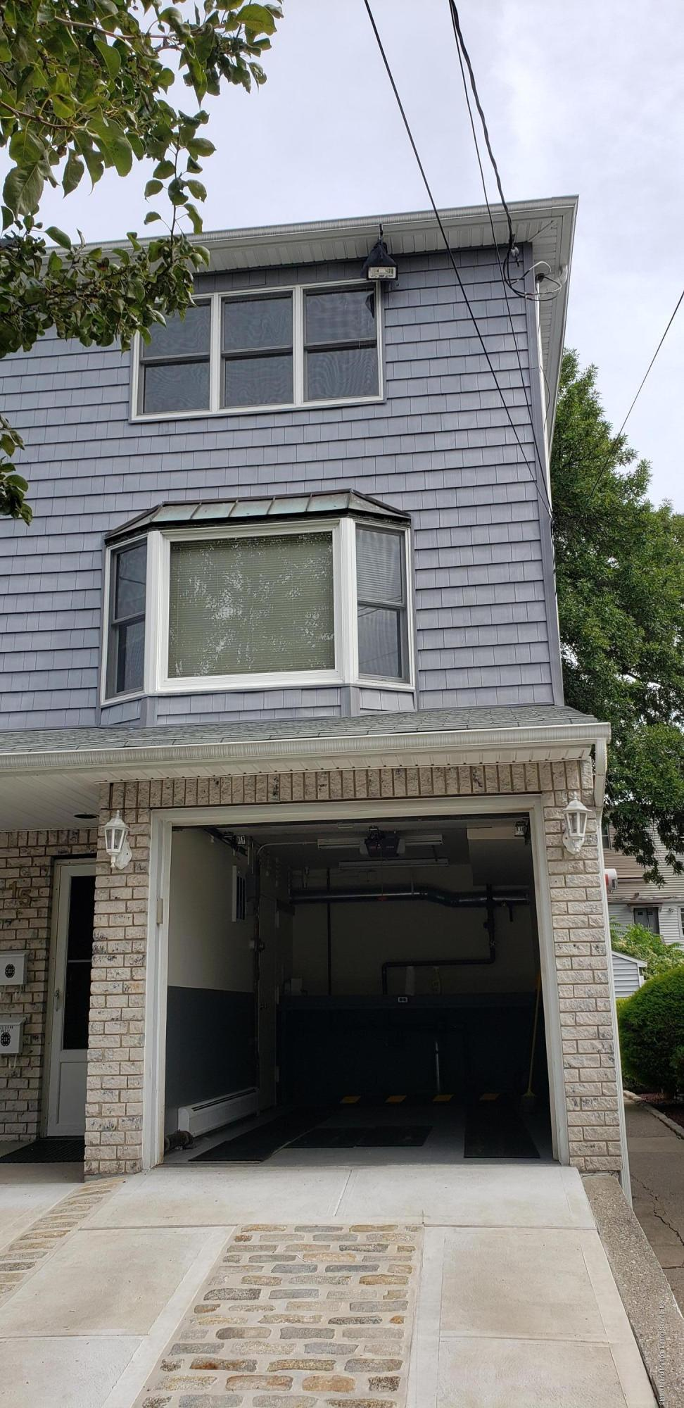 15 White Street,Staten Island,New York,10305,United States,2 Bedrooms Bedrooms,5 Rooms Rooms,2 BathroomsBathrooms,Res-Rental,White,1132000