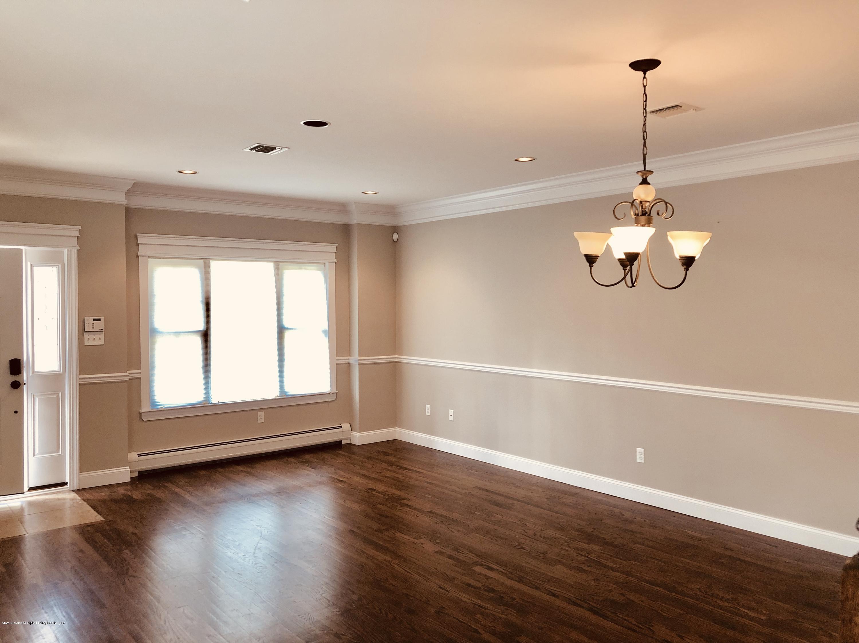 #1 27 Malibu Court,Staten Island,New York,10309,United States,3 Bedrooms Bedrooms,6 Rooms Rooms,3 BathroomsBathrooms,Res-Rental,Malibu,1132906