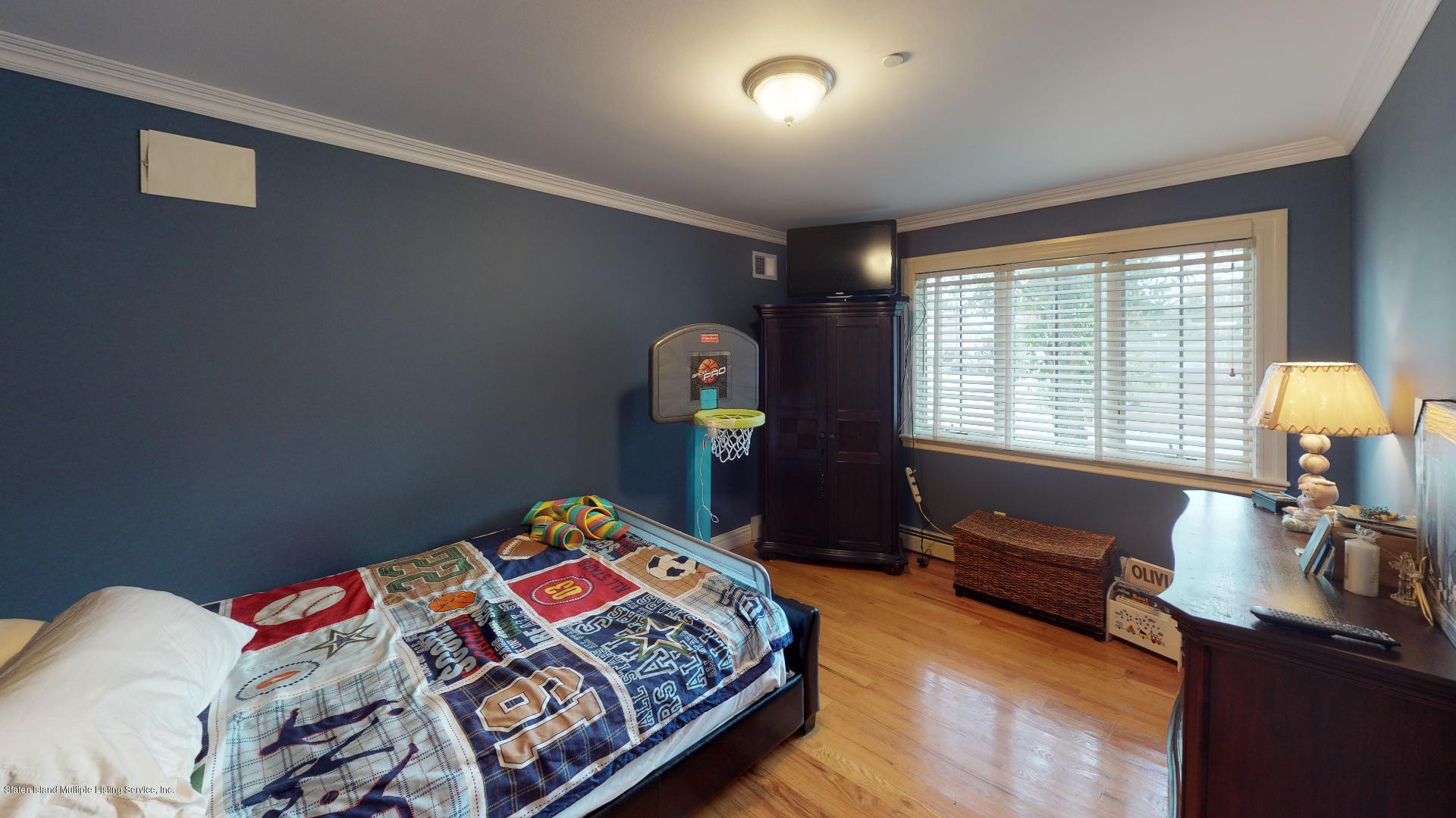 1075 N Railroad Avenue,Staten Island,New York,10306,United States,3 Bedrooms Bedrooms,6 Rooms Rooms,2 BathroomsBathrooms,Residential,N Railroad,1132929