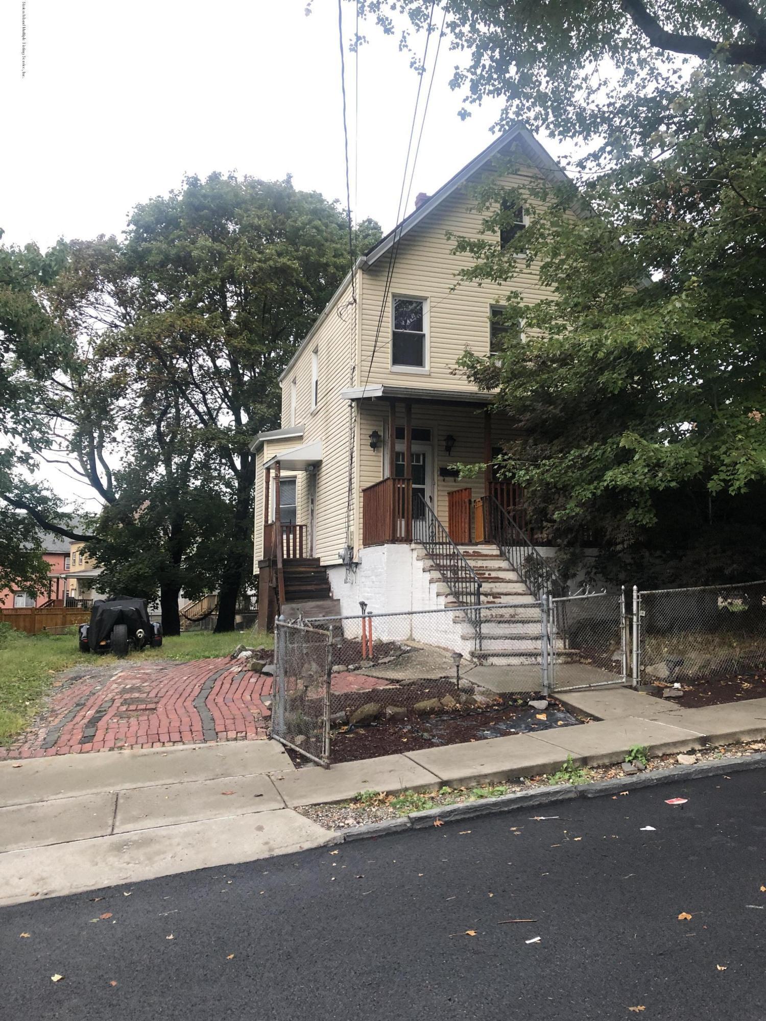 31 Layton Avenue,Staten Island,New York,10301,United States,3 Bedrooms Bedrooms,7 Rooms Rooms,3 BathroomsBathrooms,Residential,Layton,1132930
