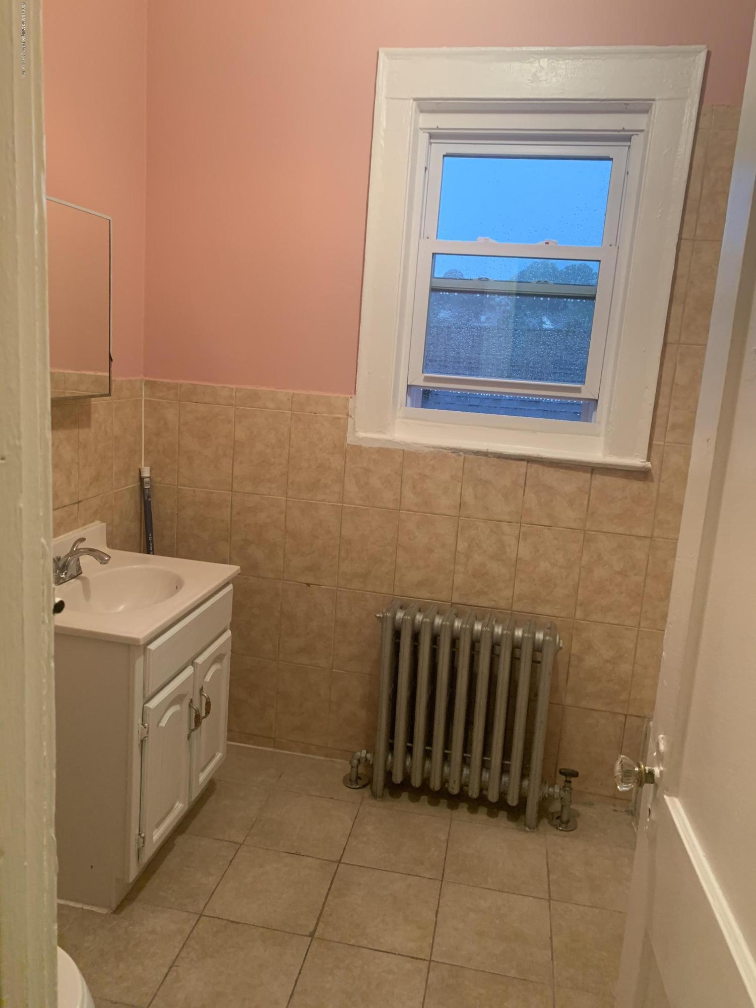 1 Edgar Terrace,Staten Island,New York,10301,United States,2 Bedrooms Bedrooms,3 Rooms Rooms,1 BathroomBathrooms,Res-Rental,Edgar,1132937