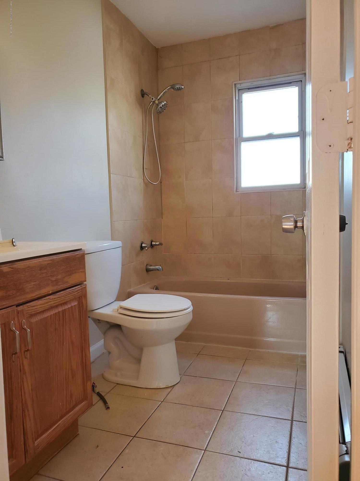 221 Giffords Lane,Staten Island,New York,10308,United States,3 Bedrooms Bedrooms,5 Rooms Rooms,1 BathroomBathrooms,Res-Rental,Giffords,1134292