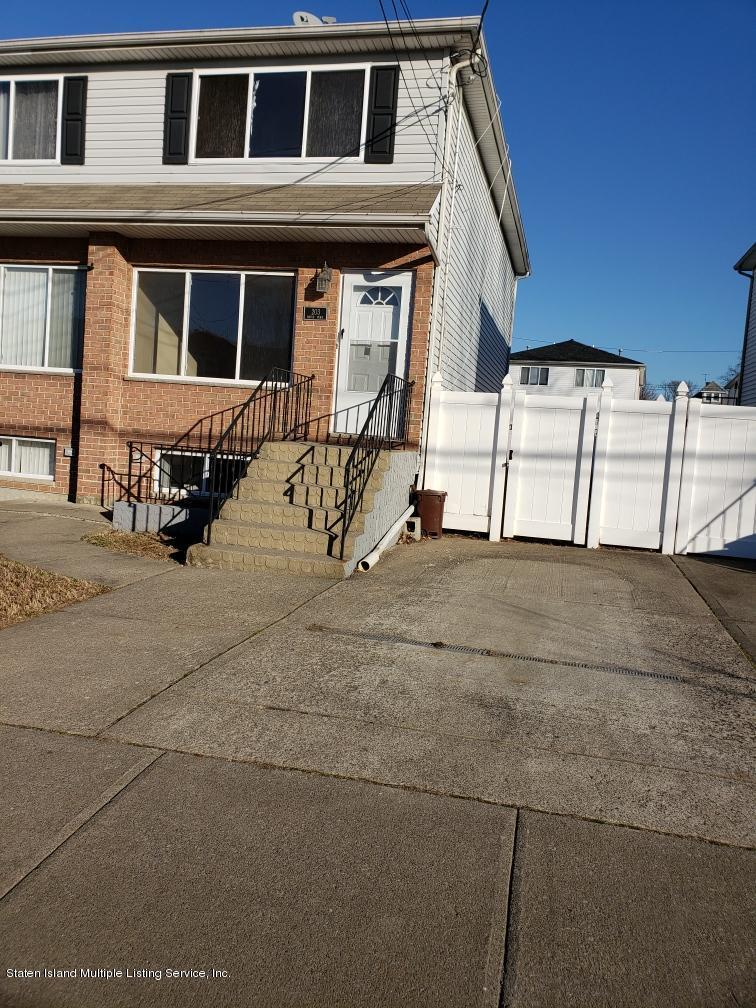 203 Maple Parkway,Staten Island,New York,10303,United States,3 Bedrooms Bedrooms,6 Rooms Rooms,2 BathroomsBathrooms,Residential,Maple,1135143