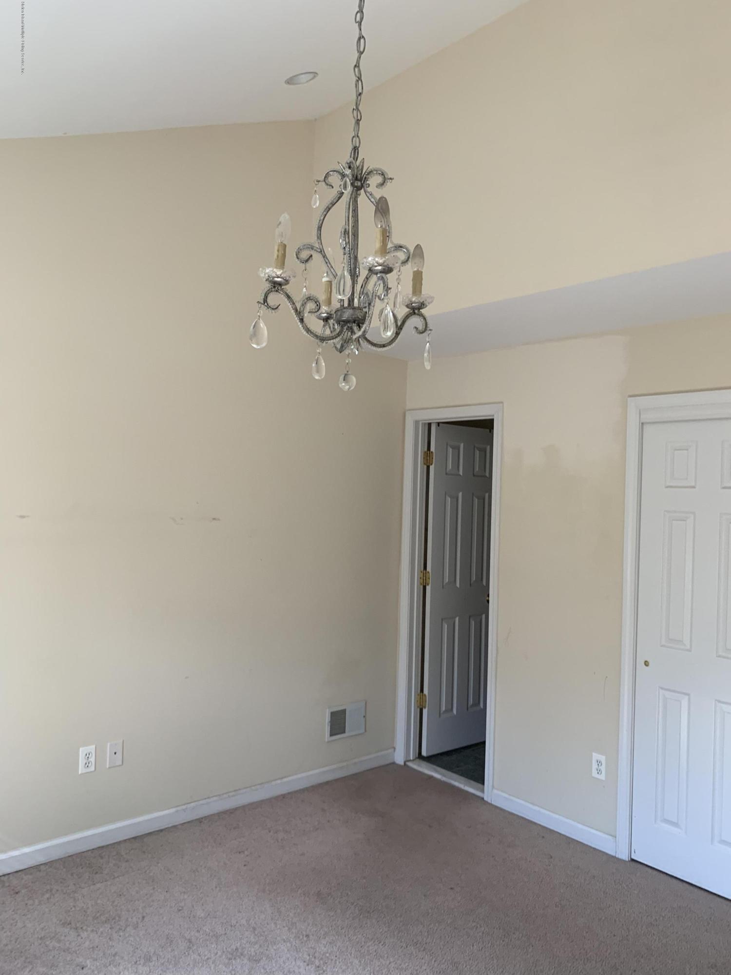 194 Dartmouth Loop,Staten Island,New York,10306,United States,3 Bedrooms Bedrooms,6 Rooms Rooms,3 BathroomsBathrooms,Res-Rental,Dartmouth,1135606