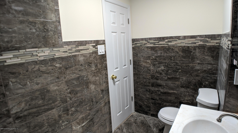 17 Mallory Avenue,Staten Island,New York,10305,United States,1 Bedroom Bedrooms,3 Rooms Rooms,1 BathroomBathrooms,Res-Rental,Mallory,1135616