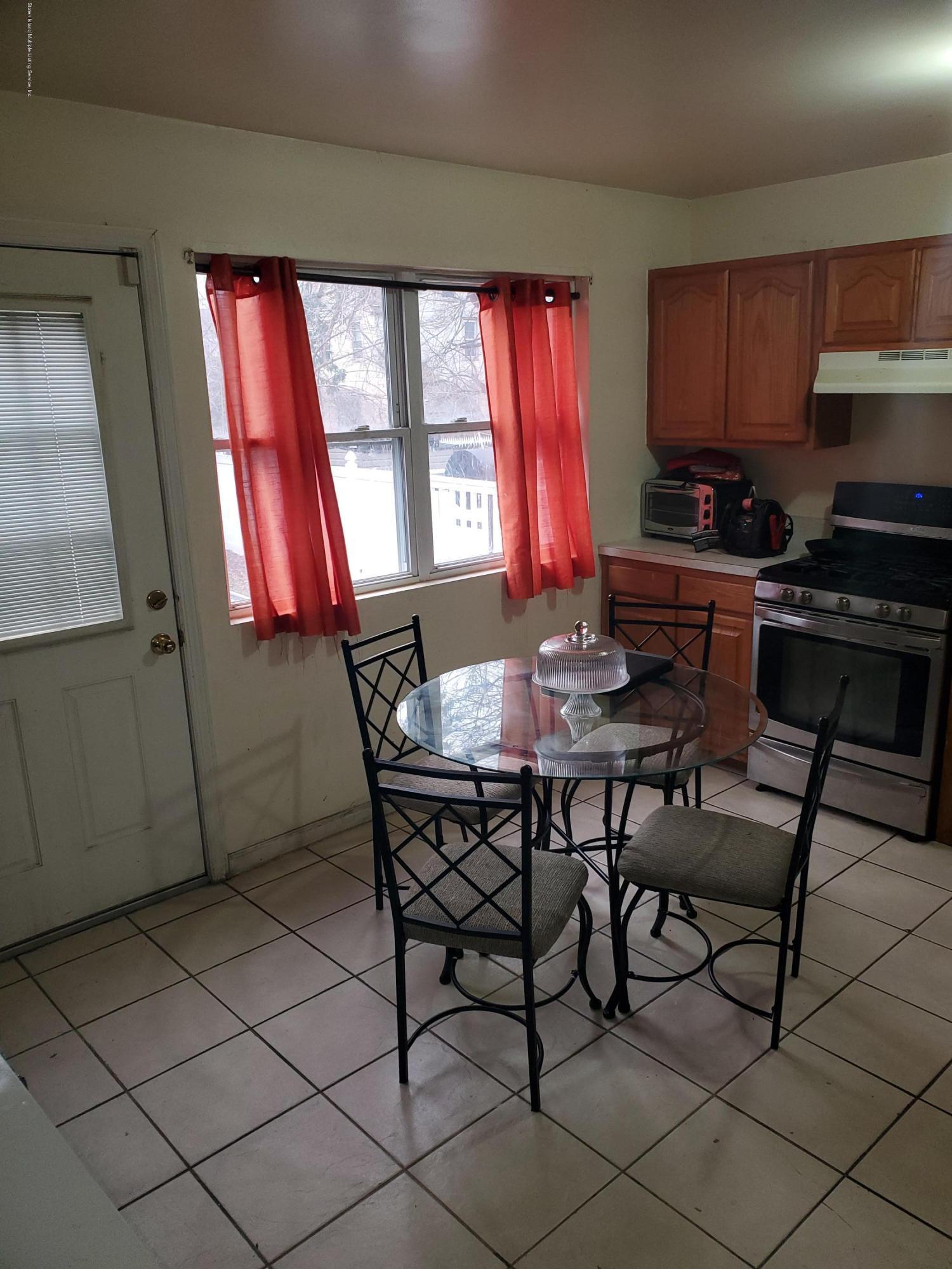 74 Elm Street,Staten Island,New York,10310,United States,3 Bedrooms Bedrooms,5 Rooms Rooms,3 BathroomsBathrooms,Residential,Elm,1135687