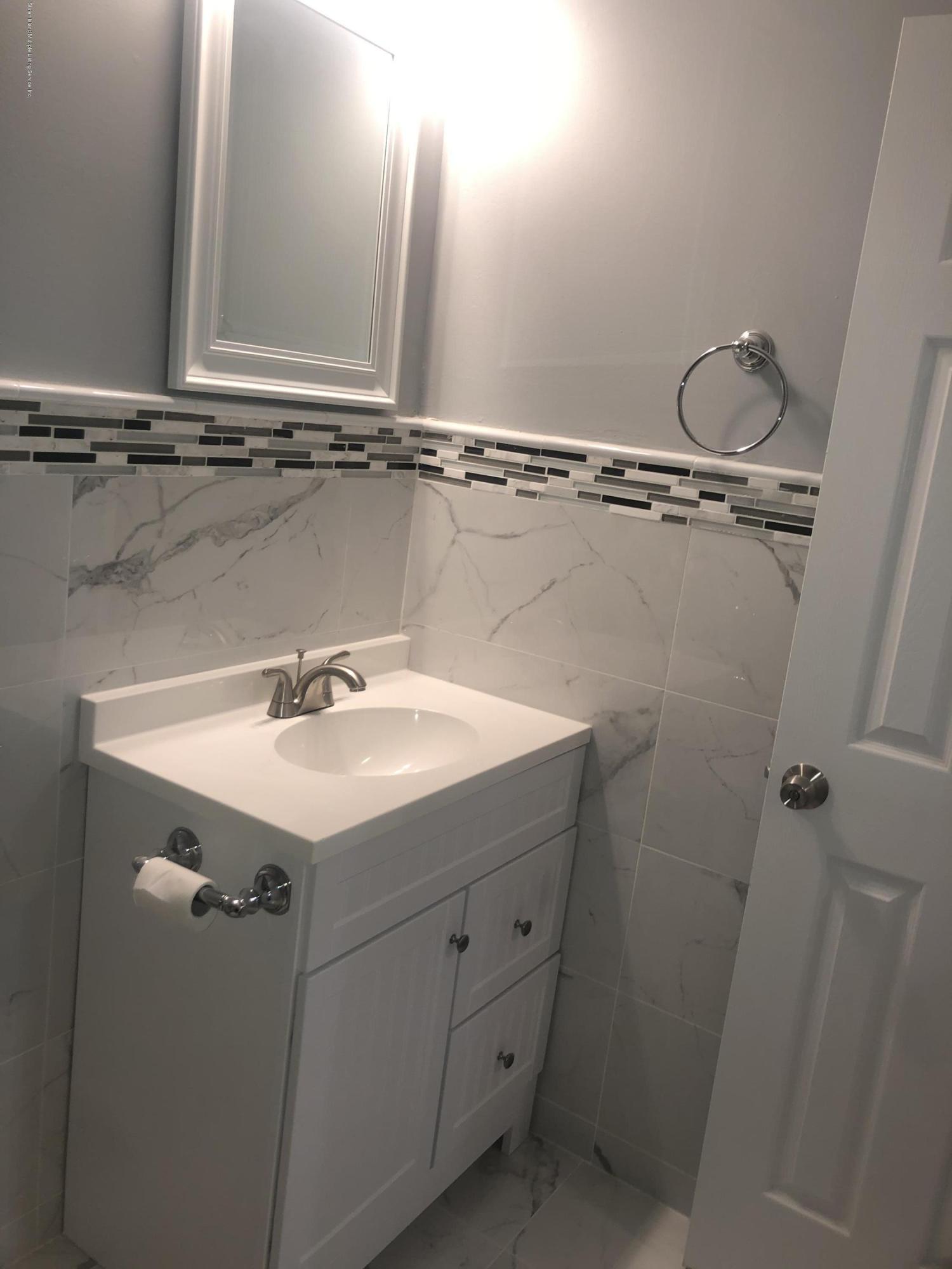 340 Timber Ridge Drive,Staten Island,New York,10306,United States,1 Bedroom Bedrooms,3 Rooms Rooms,1 BathroomBathrooms,Res-Rental,Timber Ridge,1136554