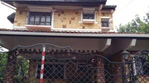 Casa En Venta En Panama, La Alameda, Panama, PA RAH: 15-1738