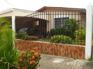 Casa En Venta En Panama, Brisas Del Golf, Panama, PA RAH: 15-2728