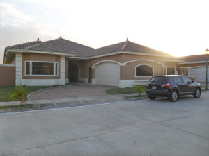 Casa En Venta En Panama, Costa Sur, Panama, PA RAH: 16-65