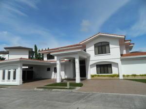 Casa En Venta En Panama, Santa Maria, Panama, PA RAH: 16-409