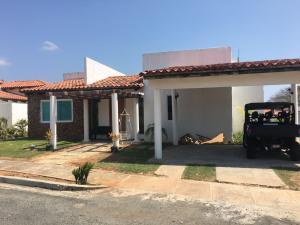 Apartamento En Alquiler En Chame, Gorgona, Panama, PA RAH: 16-3006