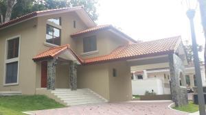 Casa En Venta En Panama, Clayton, Panama, PA RAH: 16-3466