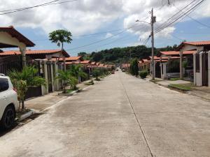 Casa En Venta En Panama, Brisas Del Golf, Panama, PA RAH: 16-3744