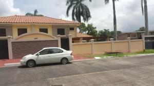 Casa En Venta En Panama, Cardenas, Panama, PA RAH: 16-3811