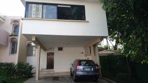 Casa En Venta En Panama, Altos Del Golf, Panama, PA RAH: 16-4469