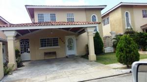 Casa En Venta En Panama, Brisas Del Golf, Panama, PA RAH: 16-4853