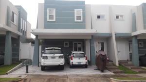 Casa En Venta En Panama, Brisas Del Golf, Panama, PA RAH: 16-5144