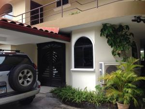 Casa En Venta En Panama, Diablo, Panama, PA RAH: 16-5148