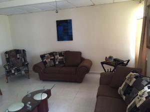 Casa En Alquiler En Panama, Las Cumbres, Panama, PA RAH: 17-446