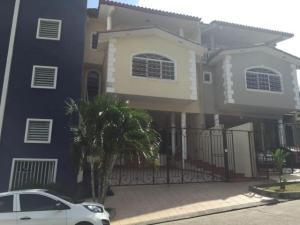 Casa En Alquiler En Panama, Villa De Las Fuentes, Panama, PA RAH: 17-488