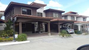 Casa En Venta En Panama, Milla 8, Panama, PA RAH: 17-890