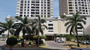 Apartamento En Alquiler En Panama, Costa Del Este, Panama, PA RAH: 17-933